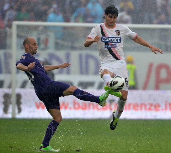 Munoz in un contrasto con Borja Valero (Getty Images)