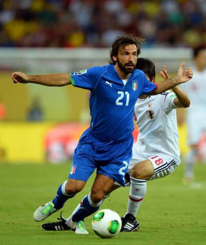 Andrea Pirlo in contrasto con Maeda - Getty Images