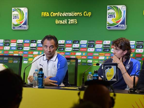 IL Ct Cesare Prandelli in conferenza stampa con Riccardo Montolivo - Getty Images