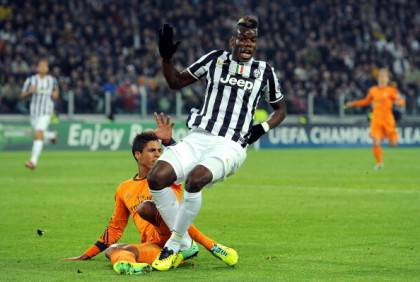 Il fallo di Varane su Pogba (getty images)