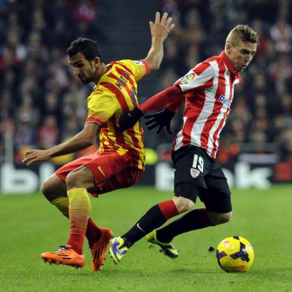 Iker Muniain in uno scontro con Montoya del Barca - Getty Images
