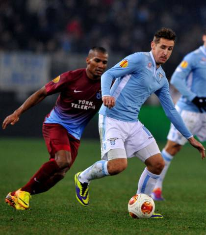 Florent Malouda in contrasto con Miro Klose - Getty Images