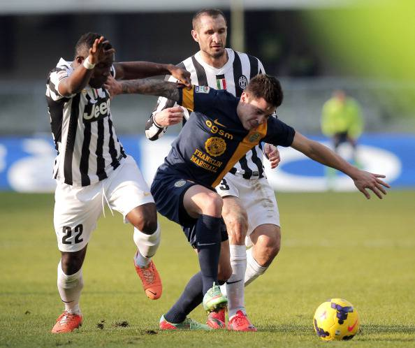 Iturbe lotta con Chiellini e Asamoah (getty images)