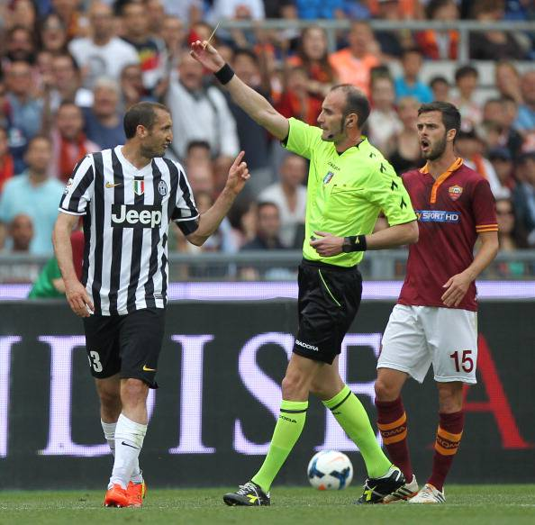 Russo ammonisce Chiellini in Roma-Juventus (getty images)