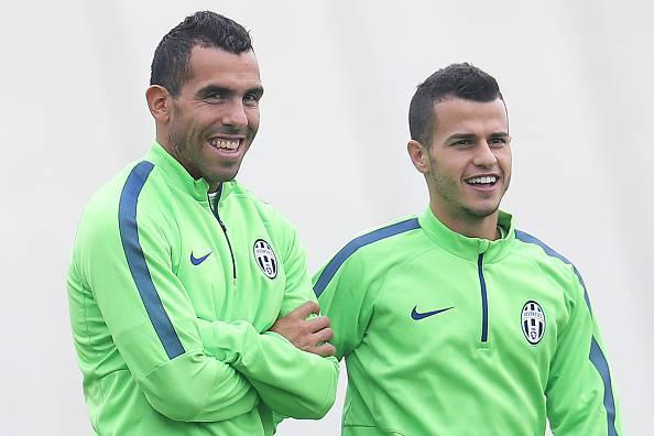 La Juve con la maglia d'allenamento verde (getty images)