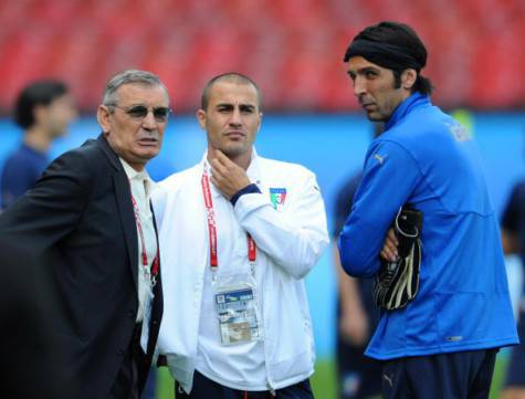 Buffon qui con Gigi Riva e Cannavaro (getty images)