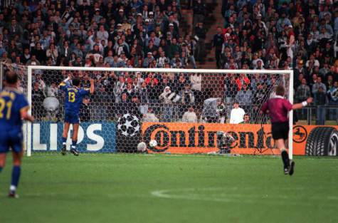 Il gol di Ricken alla Juve nella finale di Champions del 1997 (getty images)