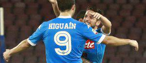 Dries Mertens e Gonzalo Higuain (Photo credit should read CARLO HERMANN/AFP/Getty Images)