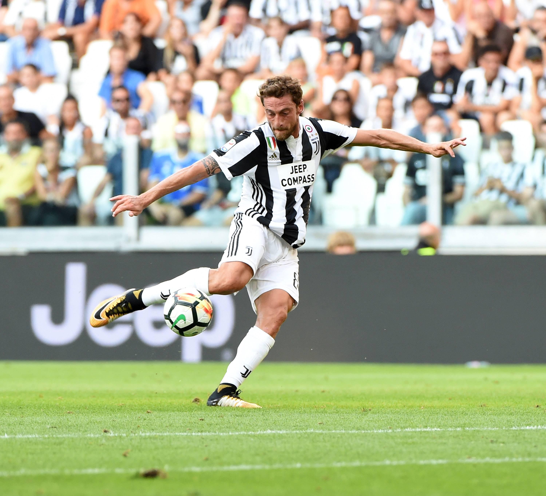 Juve, striscione dei tifosi a Vinovo: 'Marchisio non si tocca' FOTO