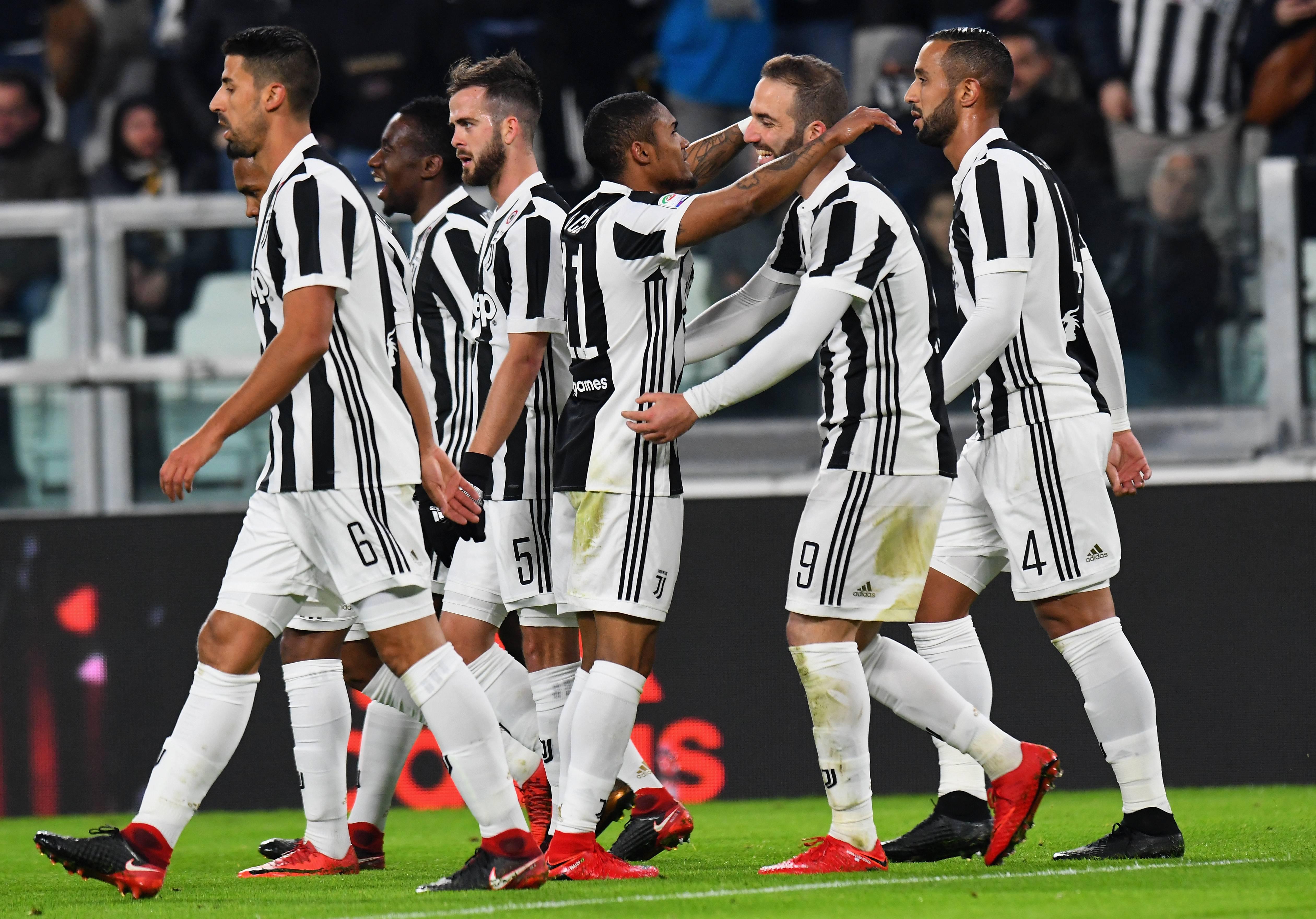 Le pagelle di Juventus-Genoa: Douglas Costa bomber, delude ...