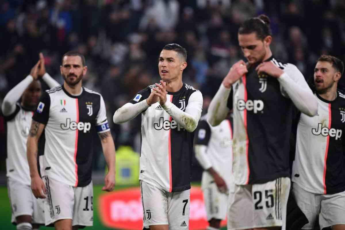 Juventus, Cristiano Ronaldo richiama i compagni per salutare i tifosi: il video