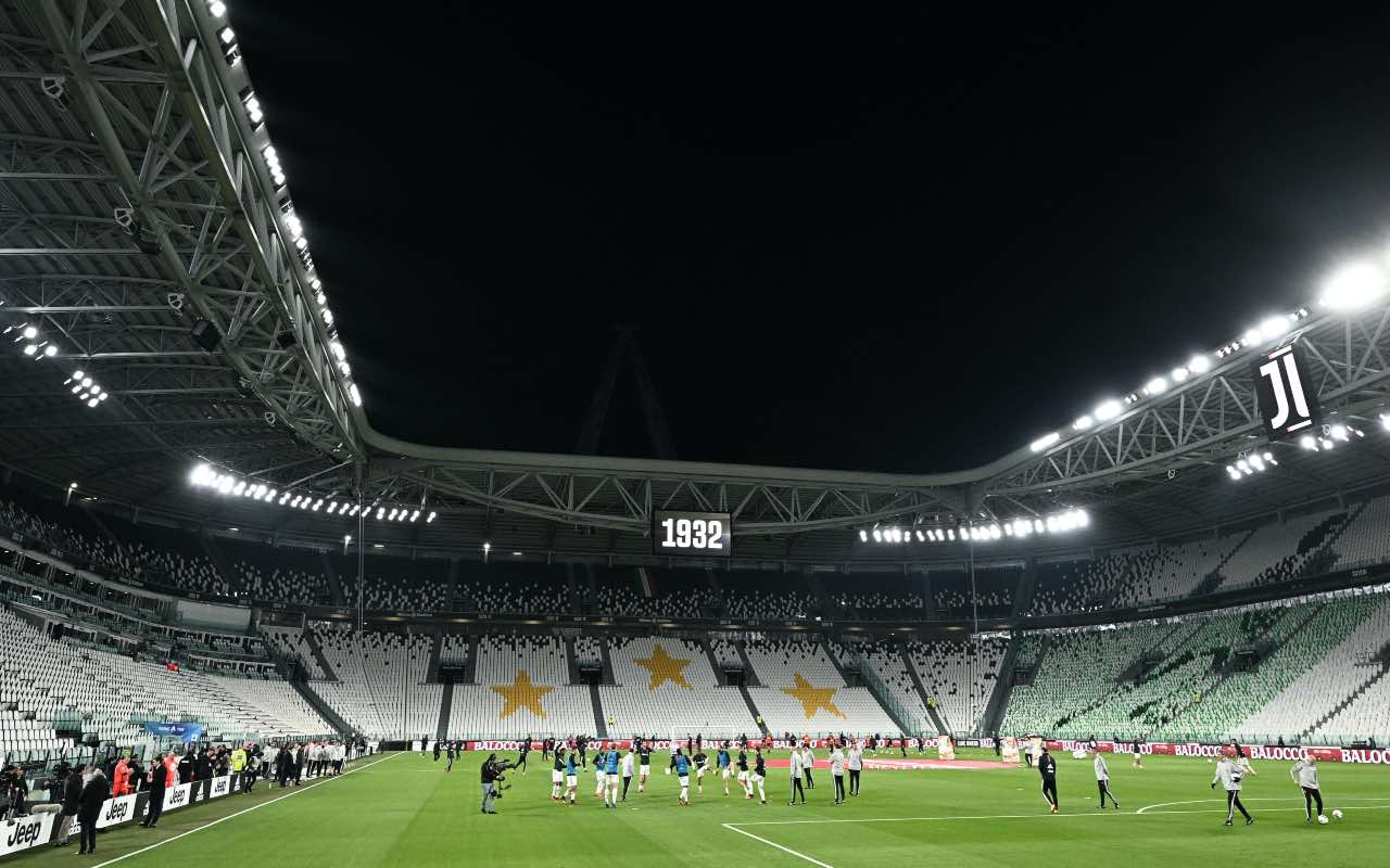 La Juventus si riscalda all'interno dello Juventus Stadium